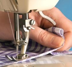 Швейная машинка не двигает ткань - причины